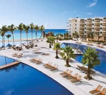 Photograph of the Cancun Hotel Zone one of the most important destinations for cancun airport transportation